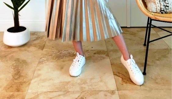 Как правильно сочетать кроссовки с платьями