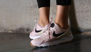 С чем носить розовые кроссовки