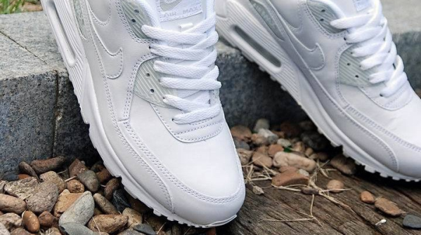 Как отмыть от грязи белую подошву на кроссовках